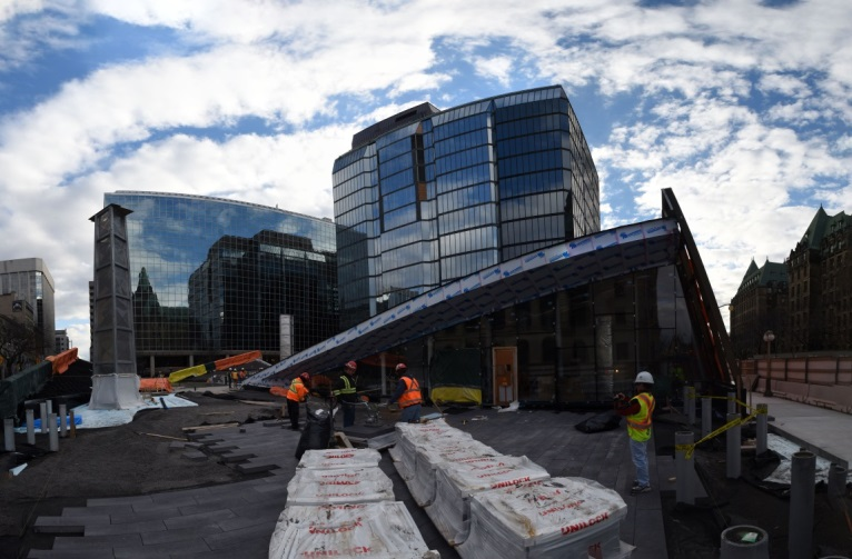 La nouvelle pyramide de verre est la structure la plus remarquable du complexe. Architectes : Perkins+Will Canada